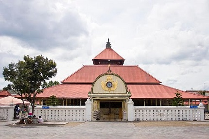13 Tempat Wisata Sekitar Malioboro Yang Dapat Sobat Jelajahi - Masjid Agung Gedhe Kauman