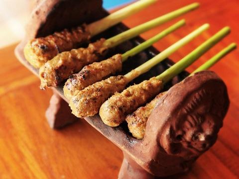 Sate Lilit, Kuliner Khas Bali Yang Menggoyang Lidah