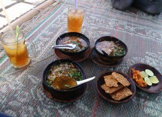 Warung Soto Jogja Dengan View Candi Sambisari, Saoto Bathok Mbah Katro