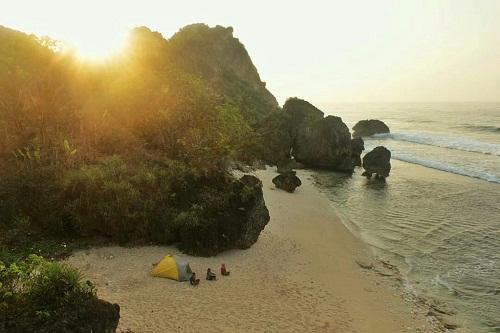 Menikmati Wisata Pantai Jogja di Pringjono Gunung Kidul photo by Andaa