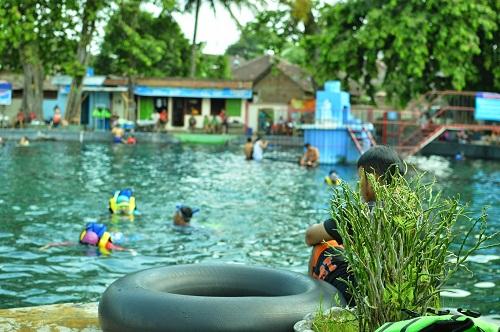 Umbul Ponggok , Kolam Pemandian Alami Buat Yang Hobi Snorkeling