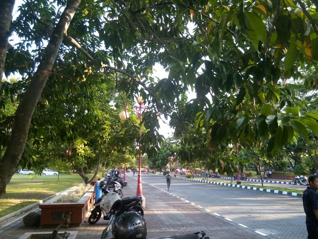 (Ask) Jogging di Grha Sabha Pramana, Enaknya Pagi atau Sore ya?