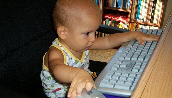 Tips & Trik - Ajari Anak Menggunakan Internet Sejak Dini, Supaya Terhindar Dari