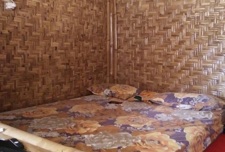 Penginapan Bambu Lengkung: Lokasinya Dekat Pantai Indrayanti