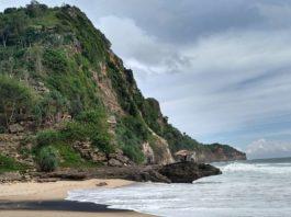 Pantai Seruni Gunung Kidul, Masih Sepi Seperti Milik Sendiri