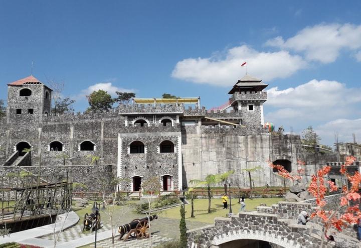 The Lost World Castle Cangkringan: Berasa Lagi Main ke Benteng Takeshi